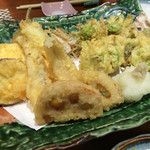 ゑん - 左 きす天ぷら骨せんべい付き 右 天然ふきのとう天ぷら