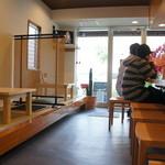 まんしゅう - 店内(2015.11.12現在)