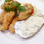 蜂の子 - 牡蠣フライとタルタルソース