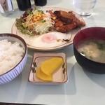 サムワン - 料理写真:本日のサービスランチ  チキンカツと目玉焼き定食。 おいしく頂きました (*´ڡ`●)