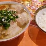 ごんちゃん - 料理写真:チャーシューと煮玉子ラーメン&ライス