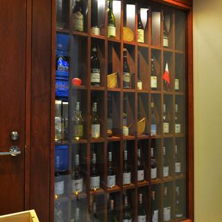 厳選イタリアワインはオールドビンテージも含め約700種類!
