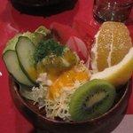 あその時計台 - サラダは季節の果物が入ったフルーツサラダです。