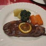 あその時計台 - お肉料理は阿蘇牛のサーロインステーキです。