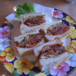 マザーグース - 花柄お皿のビフカツサンド