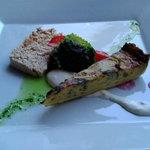 王様の食卓 - オードブルは『ホロホロ鶏のパテと、淡路島産玉葱を使ったキッシュ』