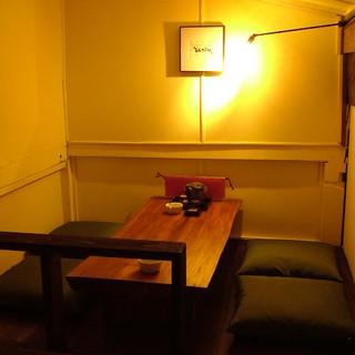 2階にロフト席有り、屋根裏部屋の秘密基地の様な空間