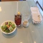 トゥ・ザ・ハーブズ - ランチのサラダセットのサラダとアイスティ+100円