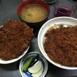 安田屋 - わらじかつ丼 2枚 (1枚を蓋の上に乗せる) お新香、味噌汁付き