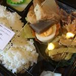 七色 - 料理写真:自家農園野菜使用こだわりお弁当は、税込600円