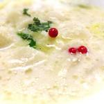 47106699 - 白菜、ホタテのショートパスタ入りスープ