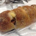 47108986 - くるみとカマンベールチーズ。パンドカイチさんより、ハード系が多いイメージ。