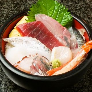 海鮮丼ランチは、なんと税込み600円!!