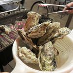 ヴィノハウス - 牡蠣はとりあえず1キロ注文。 10個位入ってたでしょうか。 ちなみに牡蠣は福岡のブランド牡蠣『恵比須かき』だそうです。