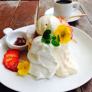 ウズナ オムオム - 2016年2月マンスリー☆ 恋に効く☆チョコとカスタードといちごのパンケーキ。チョコクリーム抜きにしてもらっています。