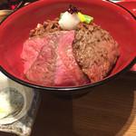 和牛贅沢重専門店 神楽坂 翔山亭 - 竹(^∇^)                             しぐれ煮、ローストビーフ、サーロインの盛り丼
