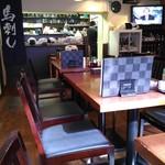 47115808 - テーブル席(左奥が厨房)