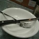 野菜を食べるカレーcamp - これで肉を切りまーす