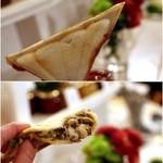 リロンデル - 里芋のペーストに羊とレンズ豆のキーマのホットサンド。