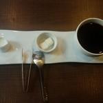 フワッティー コーヒー - お皿がおしゃれ