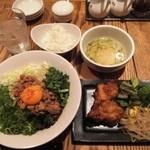 47122244 - 「まぜそば&鶏唐揚げセット」(980円込み)(2016年2月)
