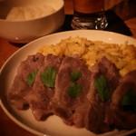 ポコ ア ポコ - 厚切り豚肉にイタリアンパセリ♪ そして半熟スクランブルエッグとの絶妙な取り合わせd(^_^o)