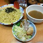 七志 - ...「ぶし系つけ麺(750円)」+「倍盛(200円)」、具材が少ないな。。