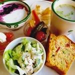 Cafe Butter Lily - ワンディッシュプレート(ケークサレ・スープ・サラダ・ヨーグルト)