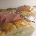 パン屋喫茶 大和 - たっぷりチーズにハムをサンドして。
