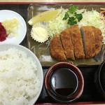 47126992 - このお店で最高の値段のトンカツ定食720円