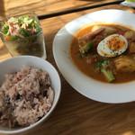 カフェモルフォ - 鶏肉と温野菜のマレーシアカレー