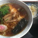 榛名ドライブイン - 料理写真:ラーメン 500円