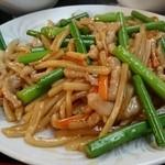 中国料理興安楼 - 豚肉とニンニクの芽炒め