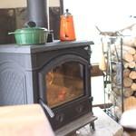 キッチン スロープ - 暖炉があります