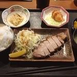 一蔵 - 厚切り黒豚岩塩焼き定食