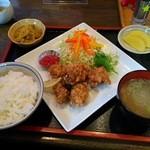 田田 - 唐揚げ定食870円