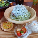 リゾットカフェ東京基地 離 - 大盛しらすとプチトマトのジュノベーゼリゾット 1100円 + 大盛 250円
