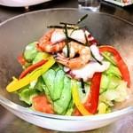 本格焼肉 寿香苑 あまつぼ - 海鮮を乗せた寿香サラダはドレッシングも美味しい!