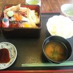 八千代 - 海鮮丼(700円)