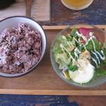 ダブル ドアーズ - 十六穀米とミニサラダ