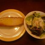 岡山グルメと珈琲 ALOALO - 選べるパスタランチのパンとサラダ
