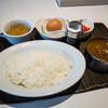 """カフェレストラン 卵のアート - 料理写真:「""""つまんでご卵""""たまごかけご飯のカレーライス」(950円)。"""