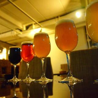 季節のフルーツビールやクラフトビールを樽生で!
