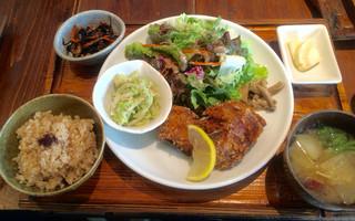 やさいとお酒  ひだまりカフェ - ひるの定食(サバに竜田揚げ) 1000円