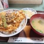 ハトヤ - かき揚げ丼1,000円、サラダと味噌汁がつく