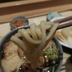 湘南 海まる - きつねうどん;麺はこんな感じ