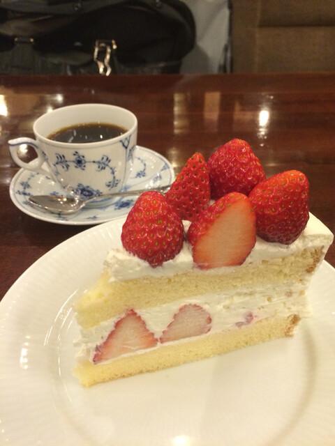 椿屋珈琲店 新宿茶寮 - プレミアムストロベリーショートケーキと椿屋ブレンド