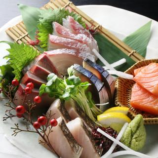 新鮮で旬の素材を使用した料理と、相性抜群の日本酒を