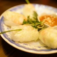 KHANHのベトナムキッチン 銀座999-2016.2 ゴイ クオン(2本860円)小海老と豚肉の生春巻き