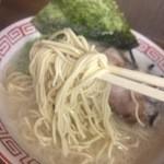 博多豚骨ラーメン 替玉食堂 - 麺リフトアップ
